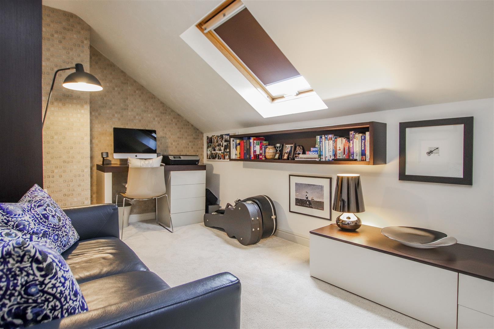 5 Bedroom Semi-detached House For Sale - 24.JPG
